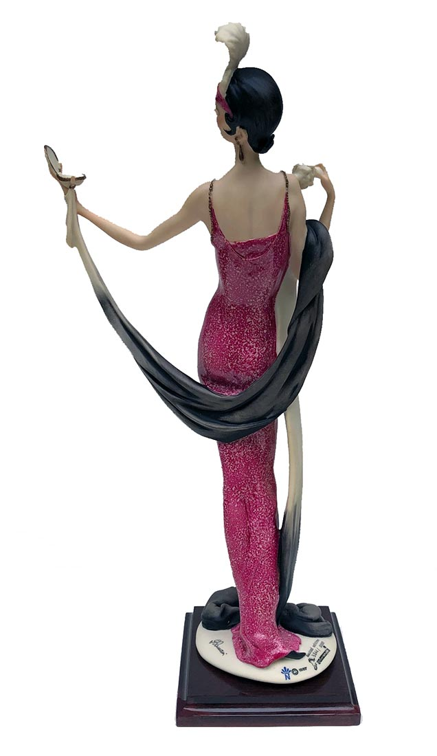 Giuseppe Armani porcelain sculpture Lady with Compact